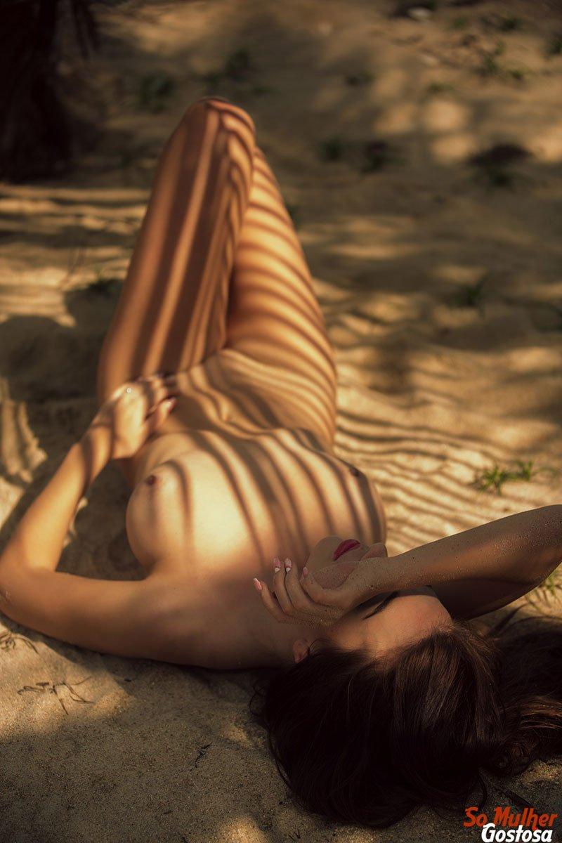 Niemira novinha muito gostosa nua pelada na praia 20
