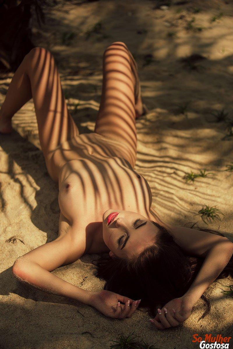 Niemira novinha muito gostosa nua pelada na praia 21