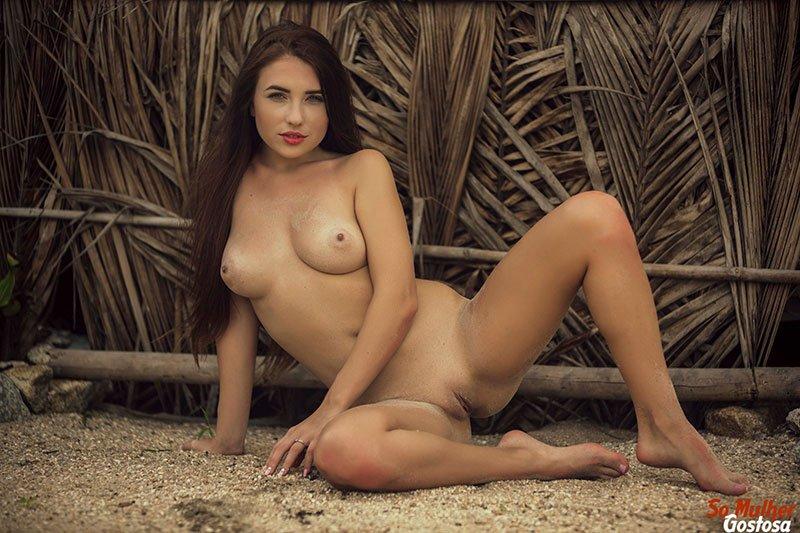 Niemira novinha muito gostosa nua pelada na praia 24