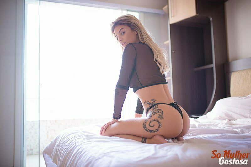 Novinha loira tatuada dos seios lindos muito gostosa pelada 06