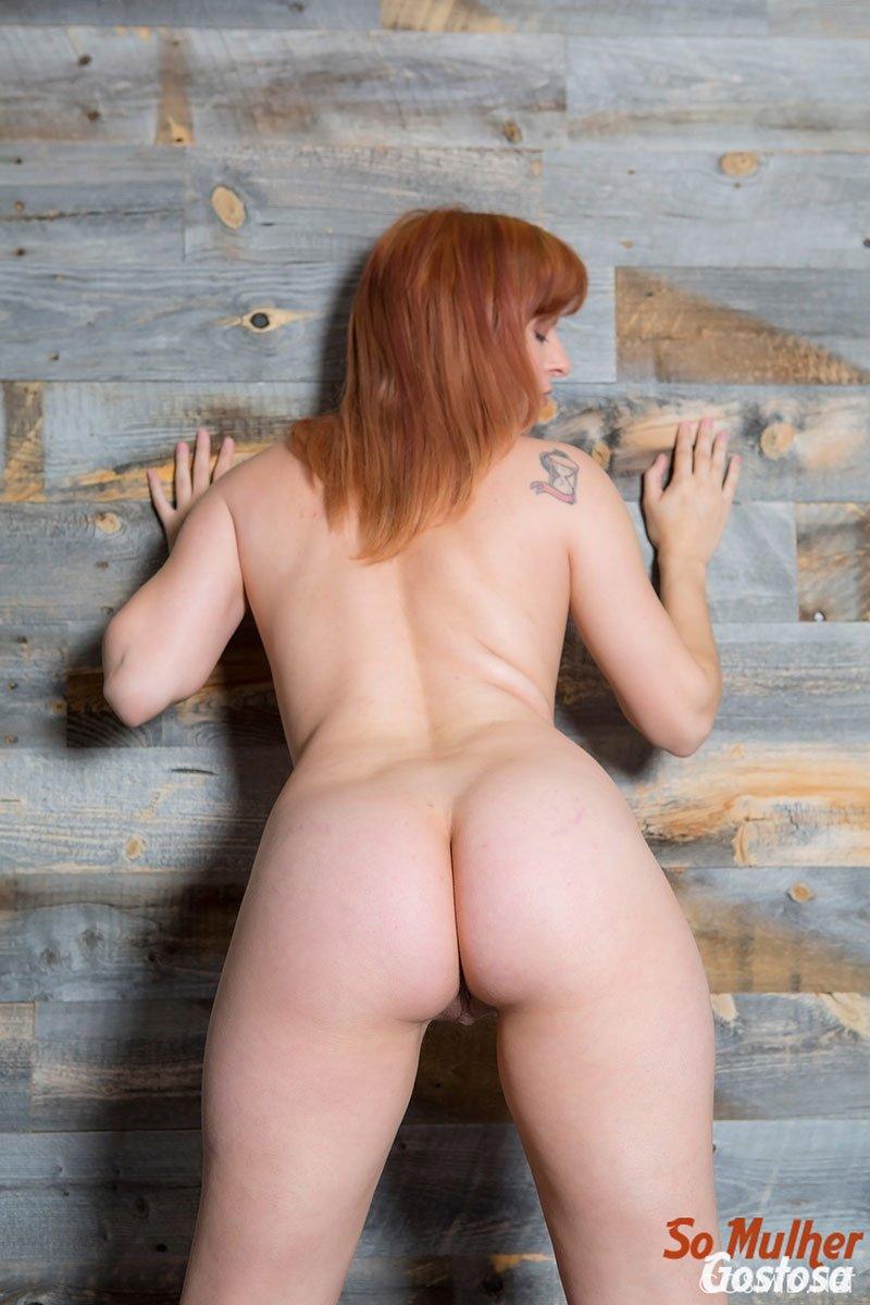 Ruiva gostosa da buceta peluda nua em poses safadinha 18