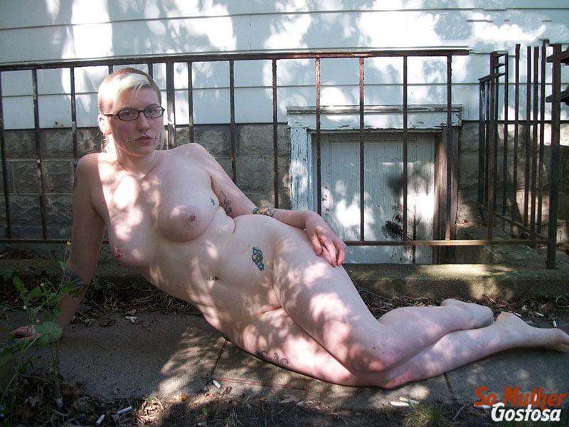 gordinha gostosa pelada no quintal 04