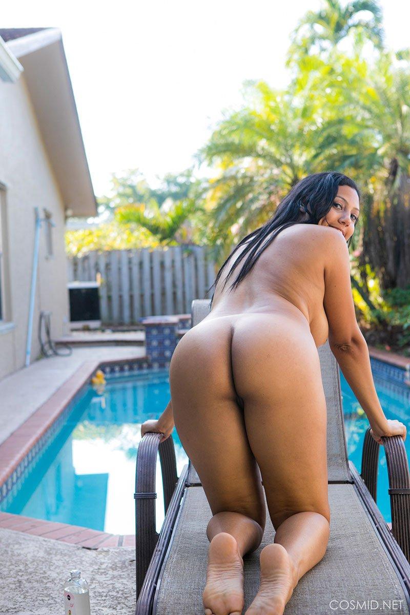 negra nua pelada mostrando sua buceta grande gostosa 04
