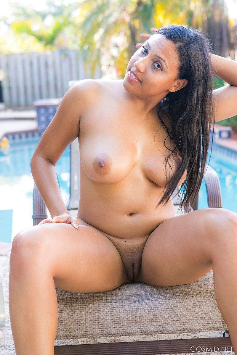 negra nua pelada mostrando sua buceta grande gostosa 14