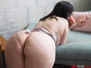 Gordinha nua pelada mais gostosa do mundo mostrando a buceta