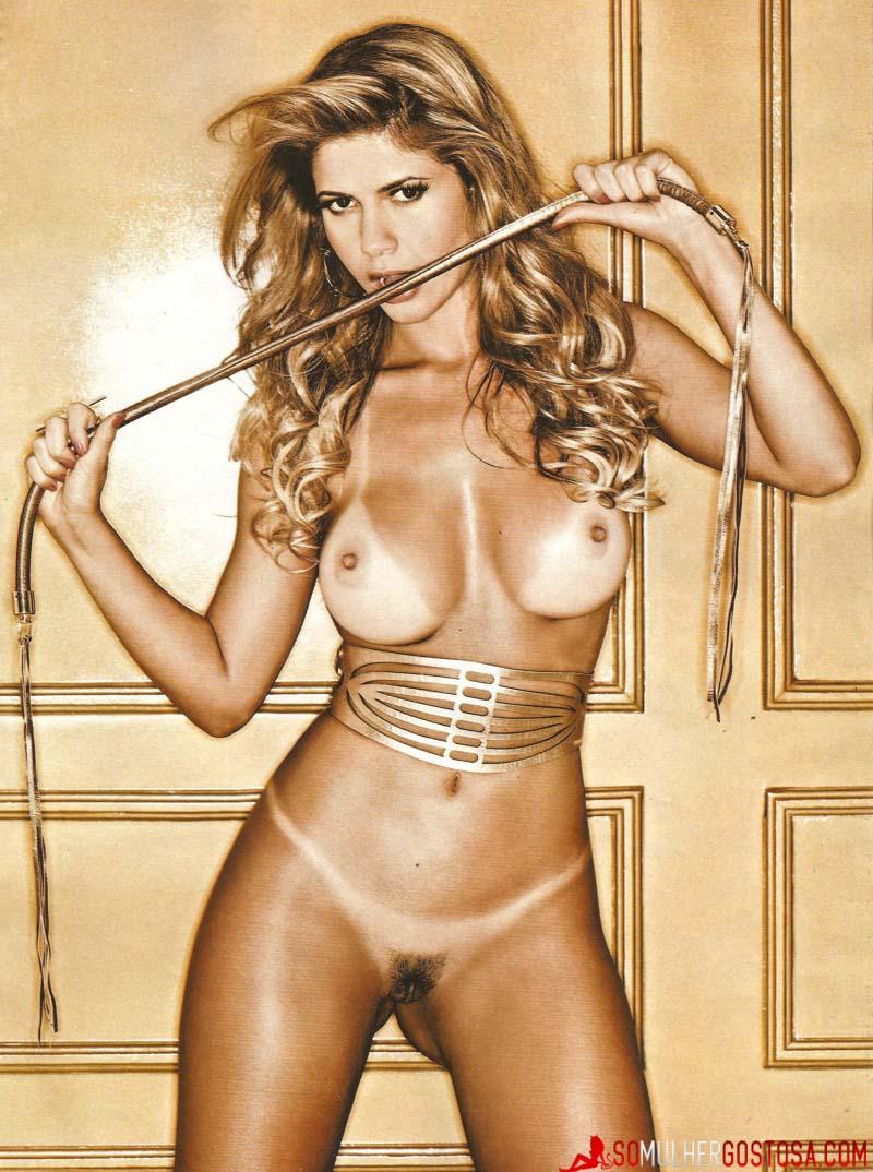 Ex-BBB Cacau Colucci nua pelada mostrando a buceta
