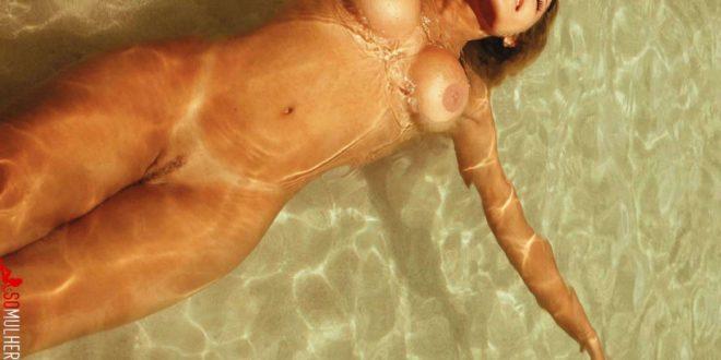 Ex-Panicat Babi Rossi nua pelada