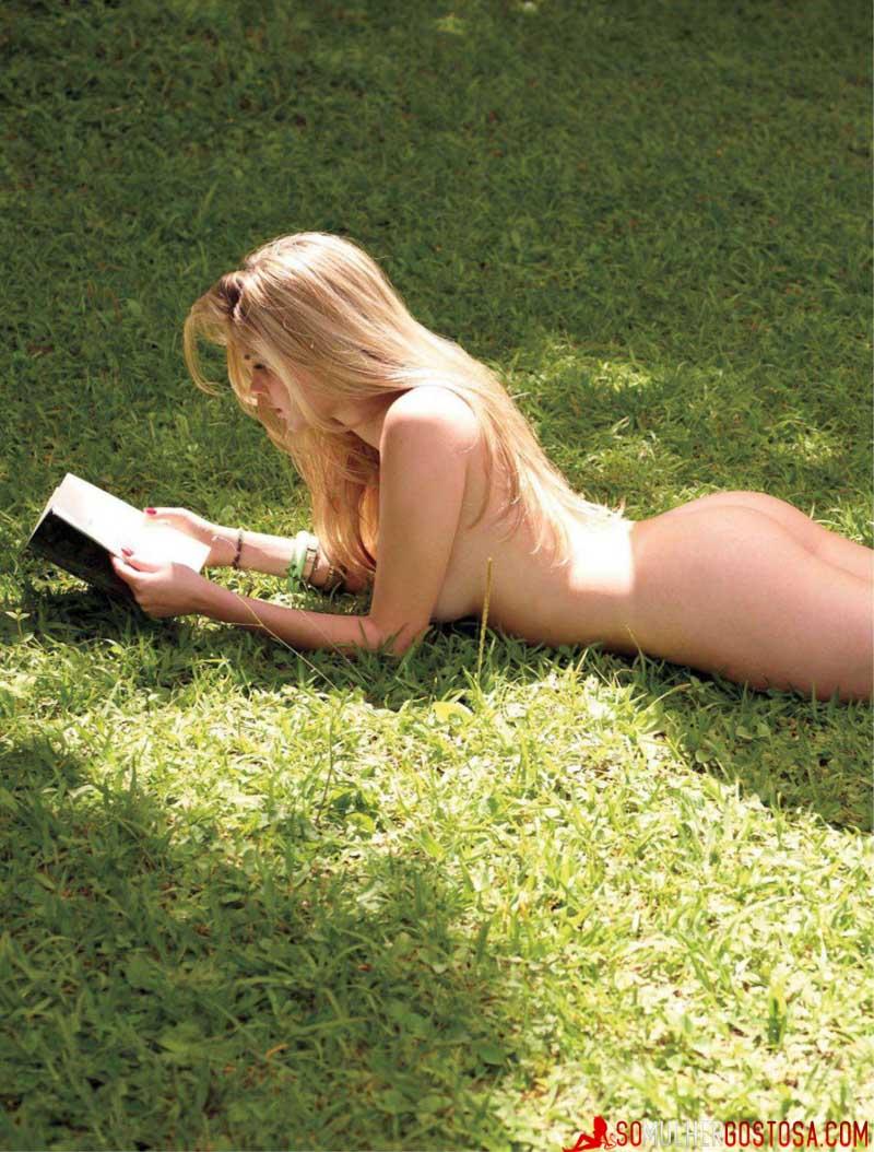 Barbara Evans nua pelada mostrando sua buceta gostosa