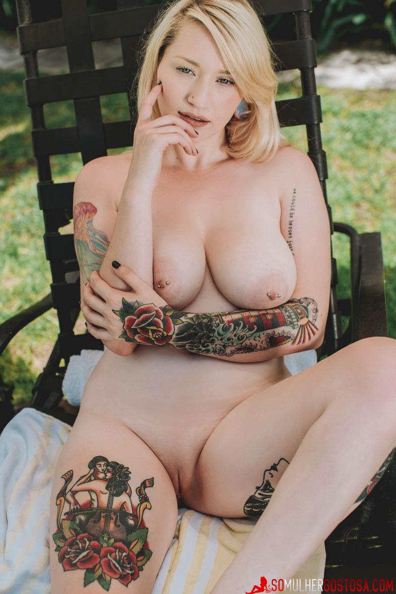 Hadley loirinha gostosa demais nua pelada mostrando a buceta