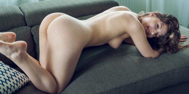 novinha linda nua pelada