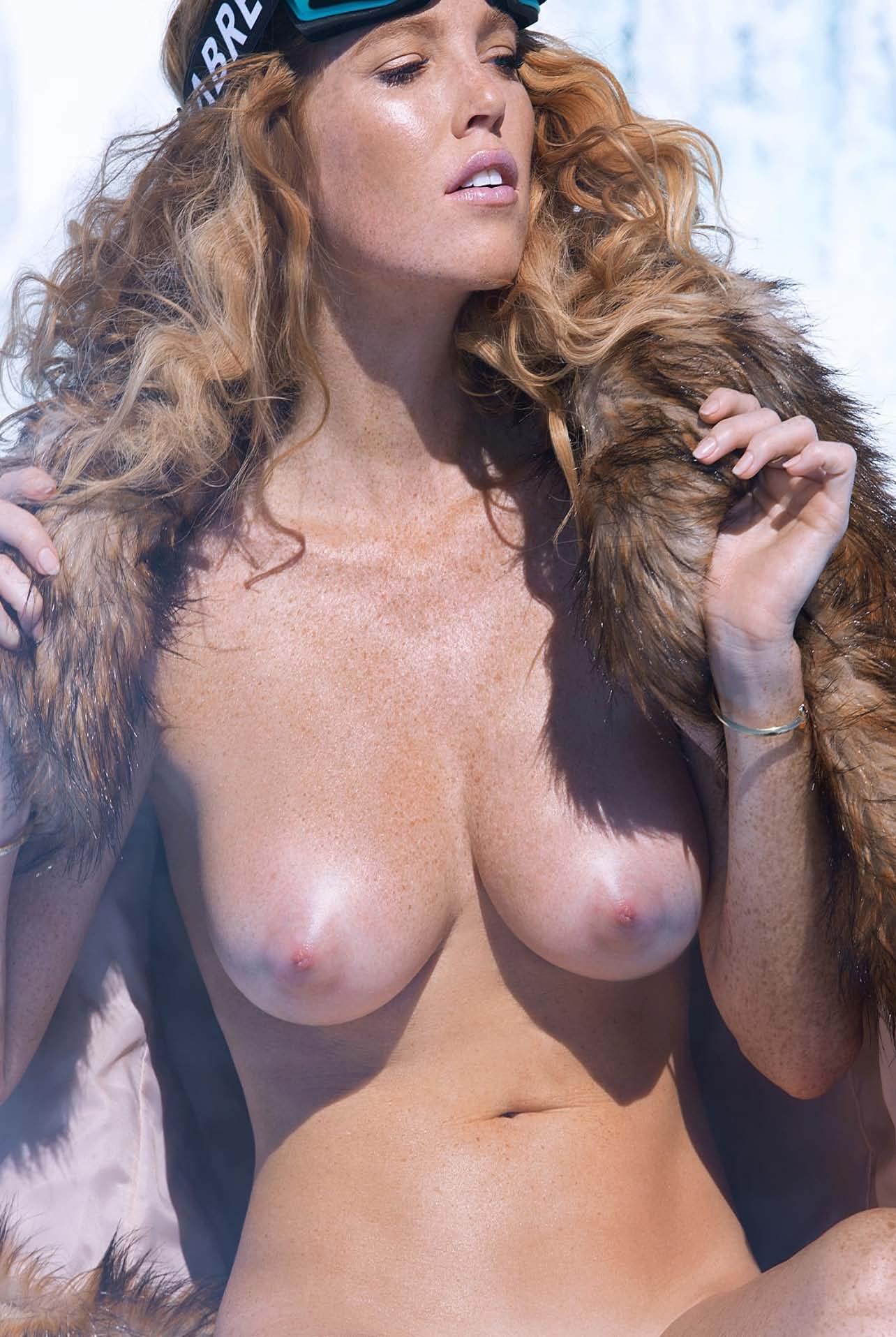 ruiva-linda-gostosa-demais-pelada-no-gelo-05