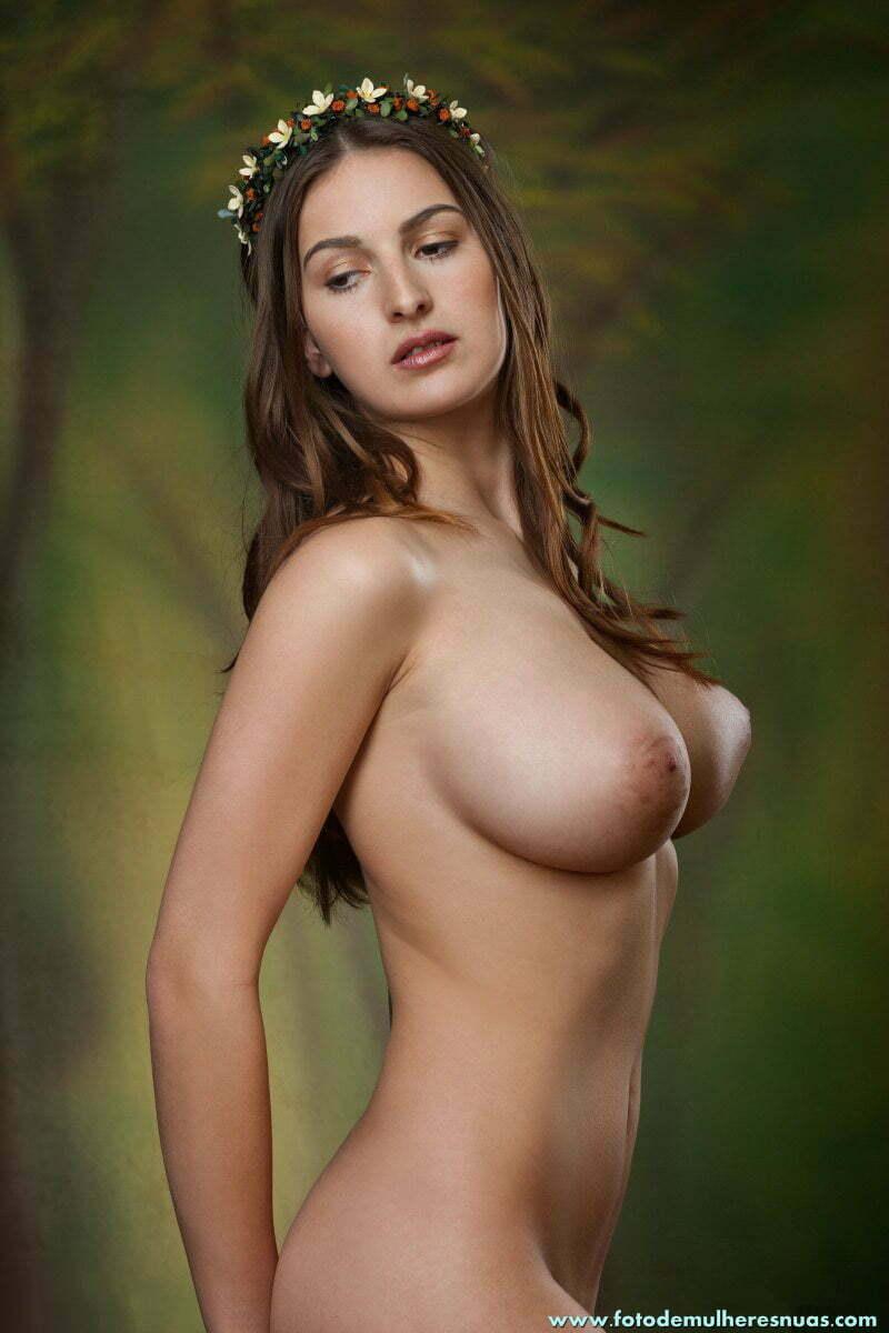 Fotos novinha magrinha peituda muito linda peladinha