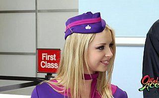 Sexo nas alturas com aeromoça gostosa