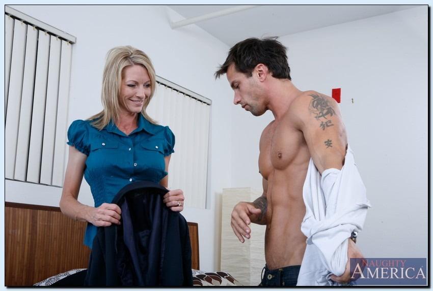 Sexo com tia gostosa dando pro sobrinho musculoso dotado